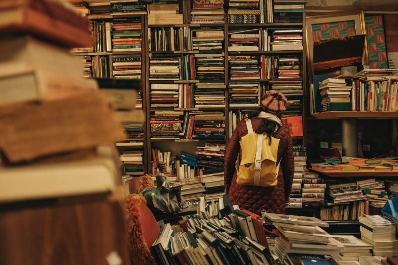 messy-piles-books